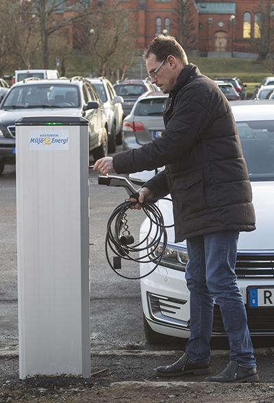 Ökad efterfrågan på laddstationer för elbilar – Elektroskandia erbjuder ett komplett sortiment